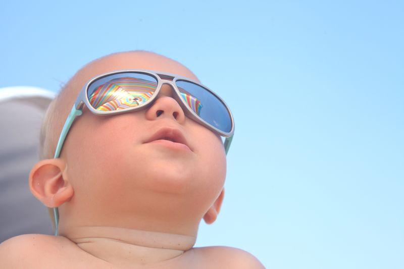 ¿Por qué tu hijo debe usar gafas de sol?
